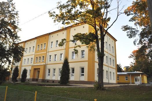Budova 2. stupně (zde najdete žáky 5. - 9. tříd, paní ředitelku a zástupkyni, učitele 2. stupně, výchovnou poradkyni a hospodářku školy)